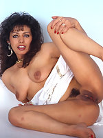 Mature indian lady shows pussy