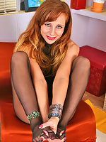 Voluptuous chick tongue-polishing her yummy feet in lacy black pantyhose